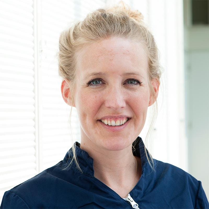 Eline Greving, tandarts